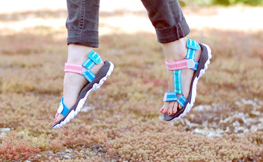 les sandales à sangles